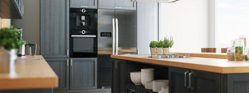 Moderne keuken met gerenoveerde keukendeurtjes
